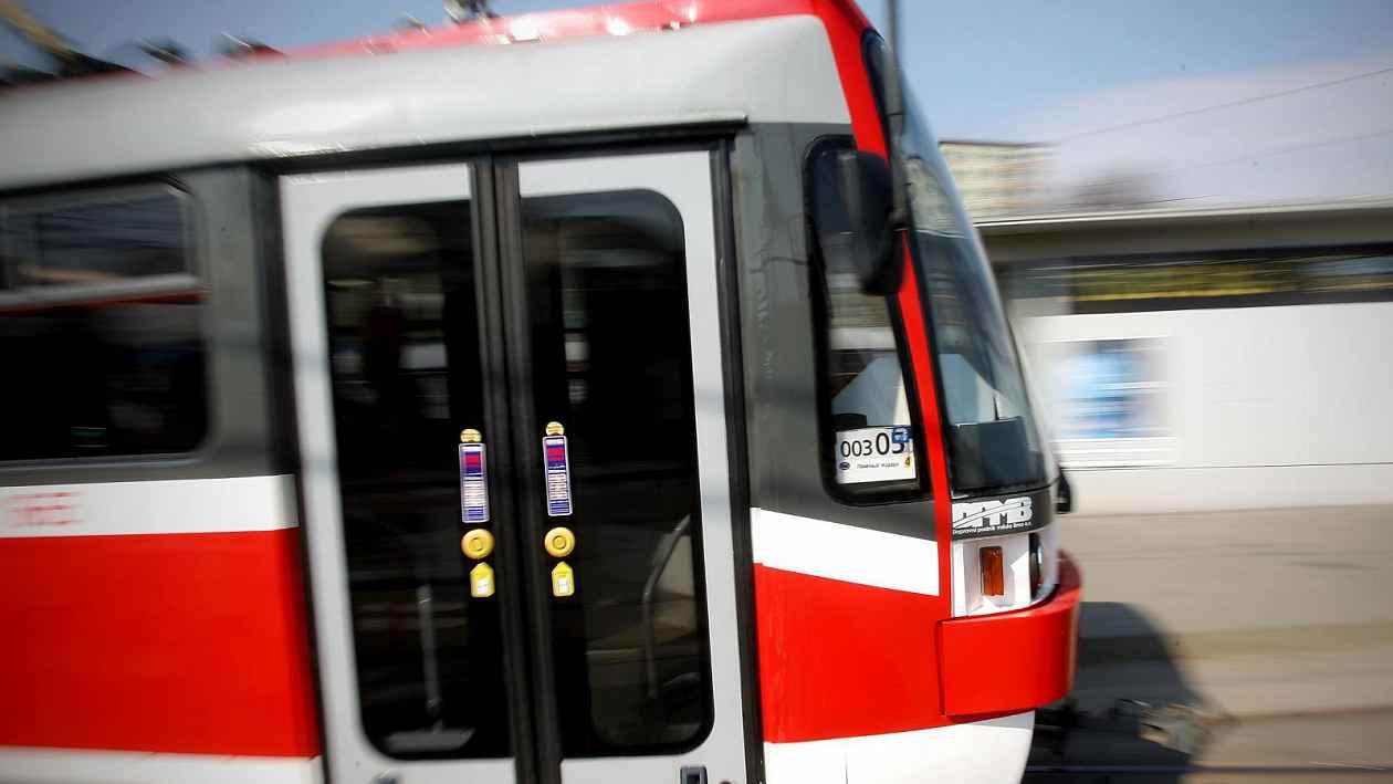 Nedoslýchavé v Brně poveze tramvaj s indukční smyčkou. Díky ní uslyší hlášení