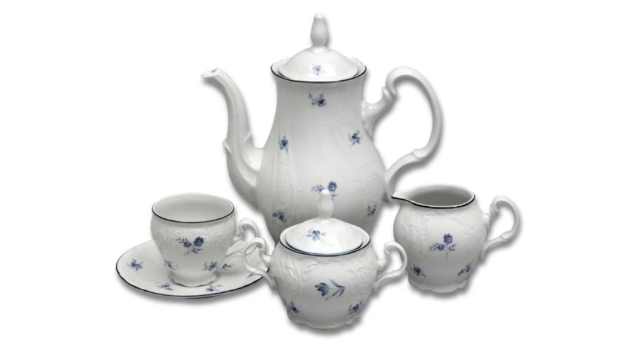 Karlovarský porcelán, kávová souprava Thun Bernadotte, modré růžičky, 15 dílná