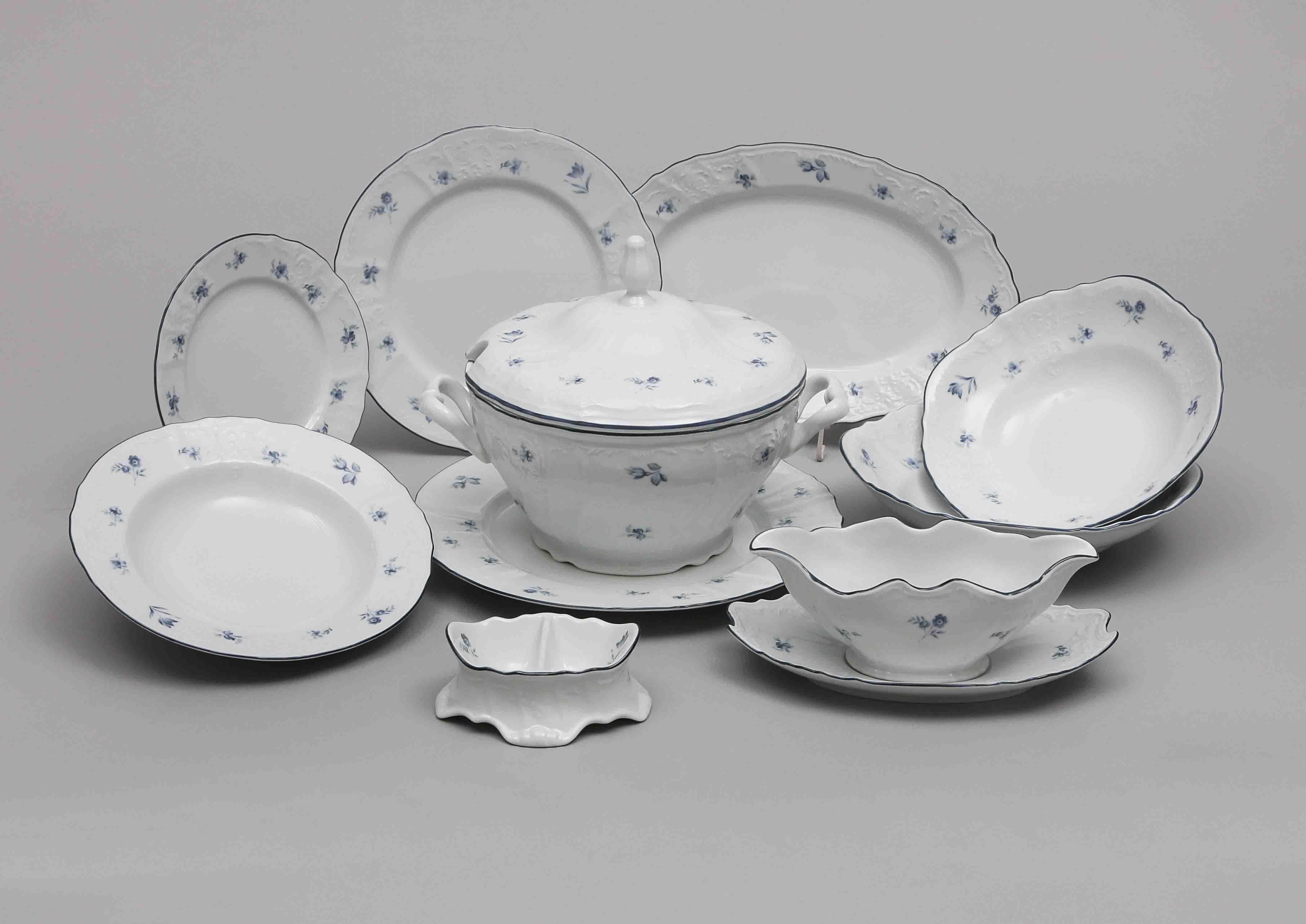 Jídelní souprava Bernadotte, karlovarský porcelán, modré růžičky, Thun, 25 dílná