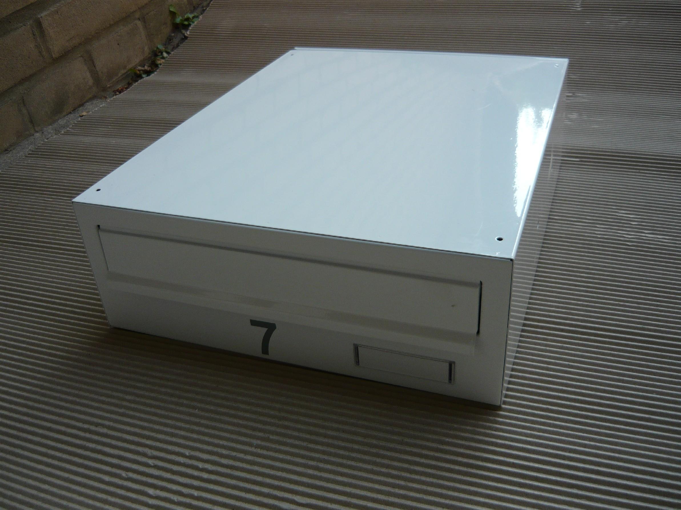 poštovní schránka č 7 a 8 -LAKOVANÁ - ležatá-300x110x390 (přední vhoz-zadní výběr)