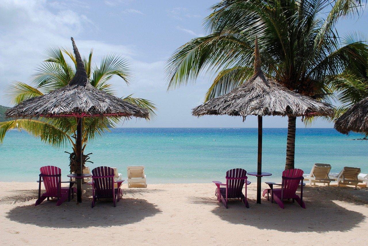 Plážová lehátka od nás? Relax a pohodu si užijete nejen u vody