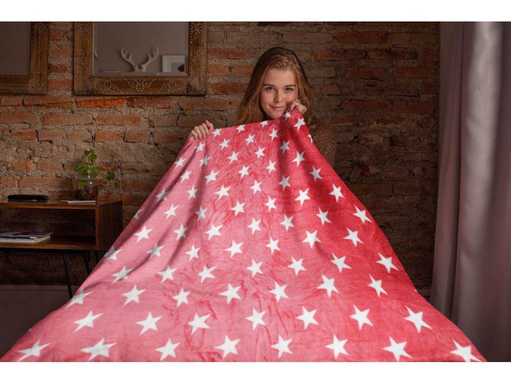 Deka mikroflanel červené hvězdy 150x200 cm