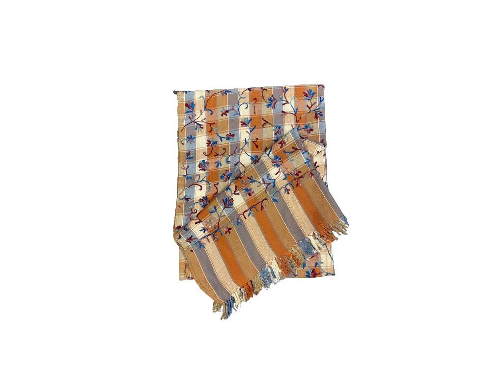 Ručně vyšívaná kostkovaná šála