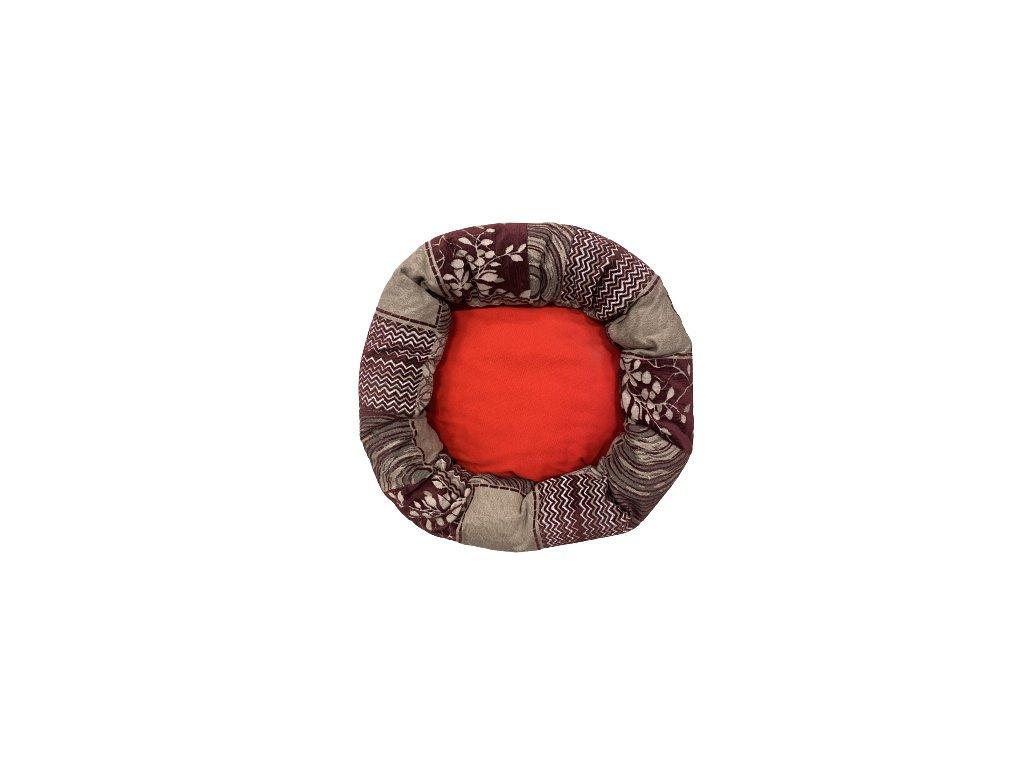 Kulatý pelíšek s červeným dnem