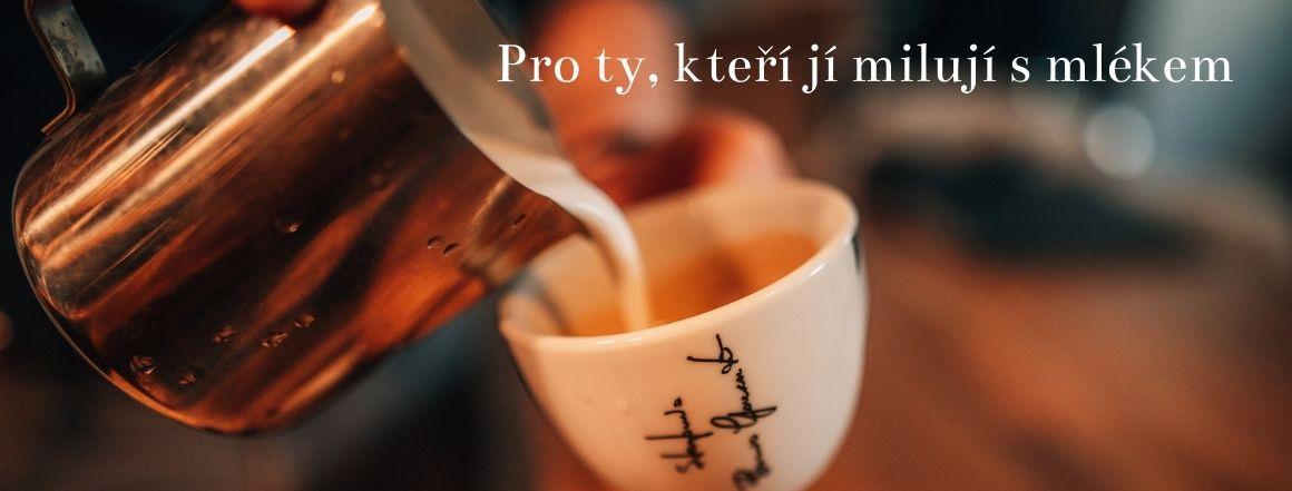Káva chutná s mlékem