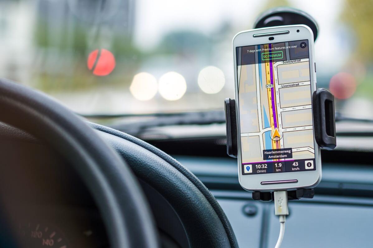 Šoférujte bezpečne: Počas jazdy sa spoľahnite na držiak do auta
