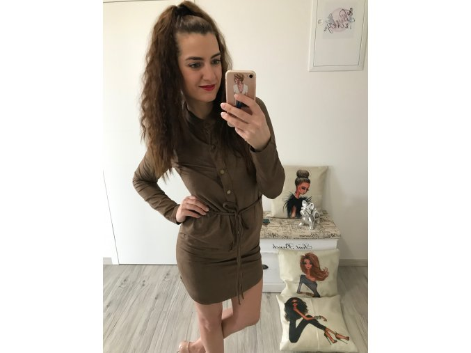 Semišové šaty s gombíkmi