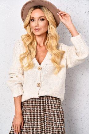 Vlnený sveter s drevenými gombíkmi