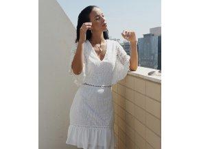 Bílé krajkové šaty