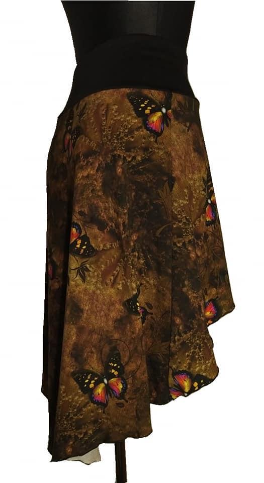 Bavlněný úplet šíře 180 cm, motýly, hnědý podklad