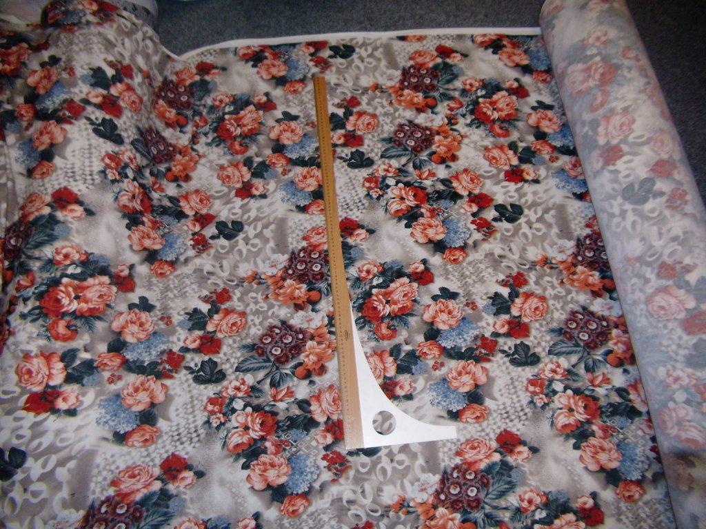 Svetrovina Lacoste, barevné květy