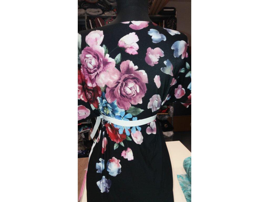 Vis.úplet š. 175 cm, barevný vzor, květiny na černém podkladu