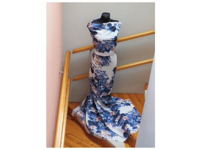 Lilie starorůžové květy s modrými lístky