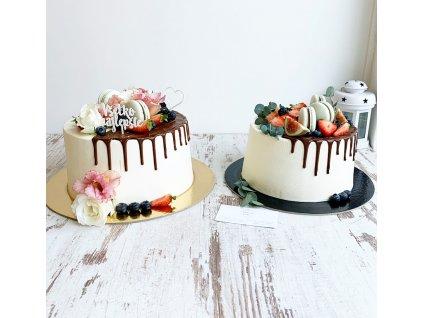 Ovocná torta s čoko stekancami a makrónkami