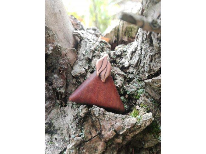 Dřevěný přívěsek trojúhelník (ironwood)  DŘEVĚNÉ ŠPERKY | PŘÍRODĚ NA DOSAH