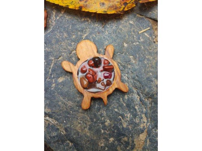 Dřevěný přívěsek želva s minerálními kameny v pryskyřici  DŘEVĚNÉ ŠPERKY   PŘÍRODĚ NA DOSAH