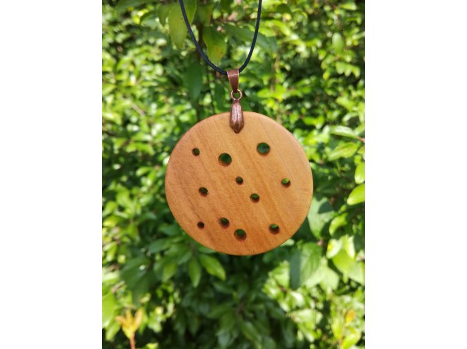 Minimalistický přírodní šperk ze dřeva pro ženy