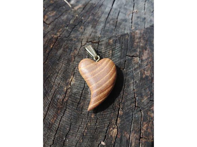 Dřevěné srdíčko z akátového dřeva