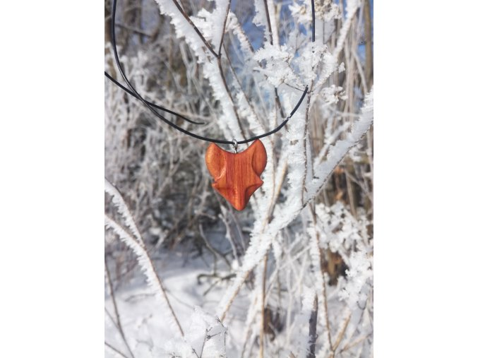 Přírodní šperky liška ze dřeva (švestka)