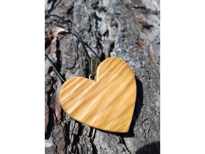 Originální dřevěný přívěsek srdíčko