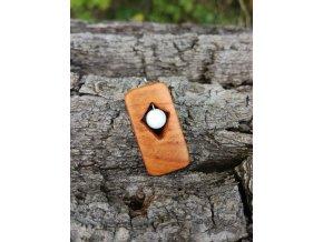 Dřevěný přívěsek ze dřeva třešně s howlitem  DŘEVĚNÉ ŠPERKY   PŘÍRODĚ NA DOSAH