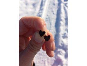 Přírodní náušnice ze dřeva srdce (amarant)