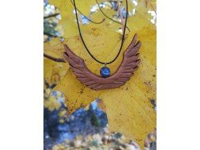 Andělský přívěsek ze dřeva se sodalitem