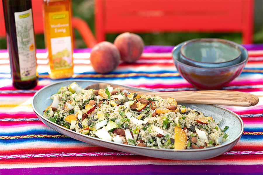 Quinoa salát s broskvemi