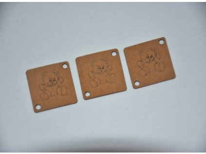 Dekorační štítek z pratelného papíru medvídek