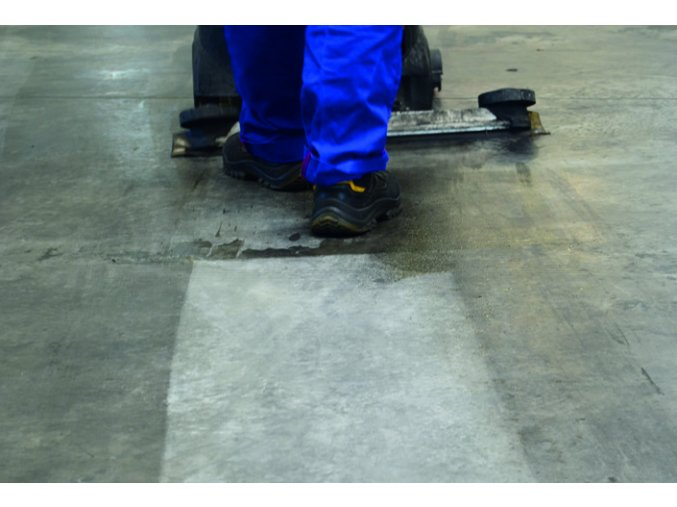 foto1-procarosa-specialni-cistic-ibs-was-40-100--pro-prumyslove-a-dilenske-podlahy--200l-sud