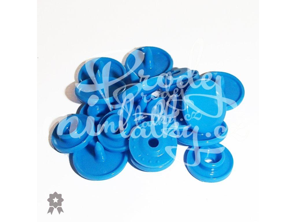 modrá b8