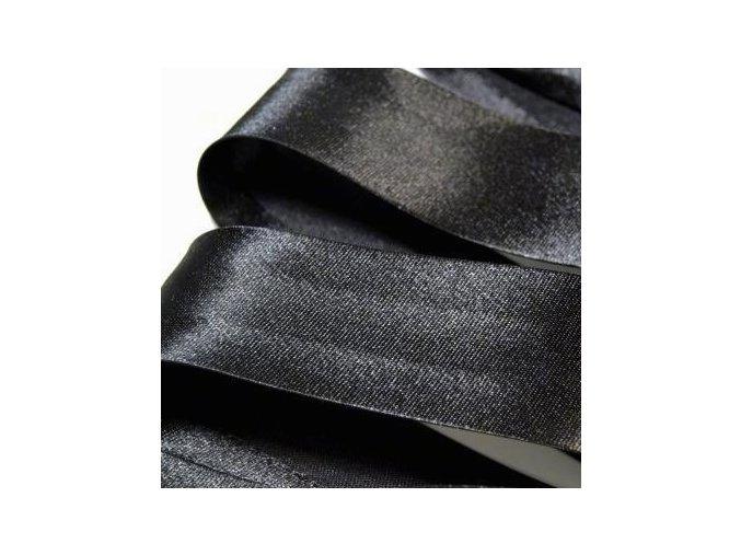 1984 Šikmý proužek saténový šíře 20 mm zažehlený černá