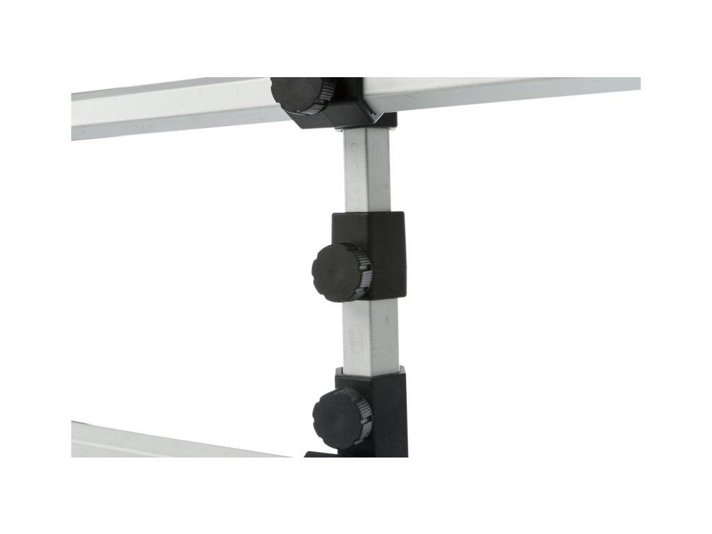 Mříž do auta, šíře: 105-172cm; výška: 46-60cm, stříbrná