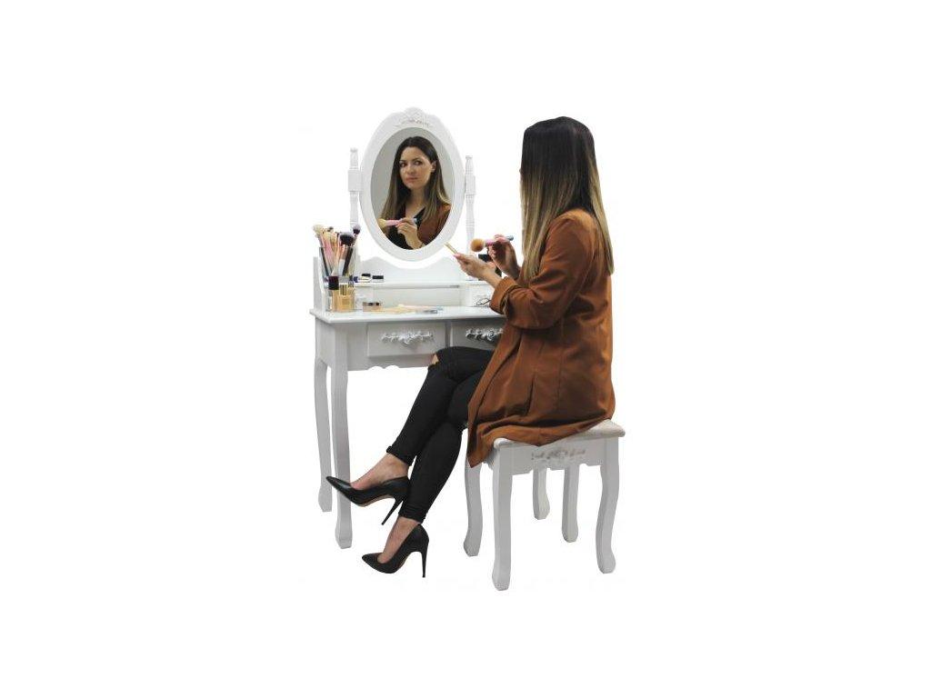 Toaletný stolík je ideálny so zrkadlom