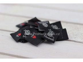 Látková cedulka Handmade černá s klubíčkem