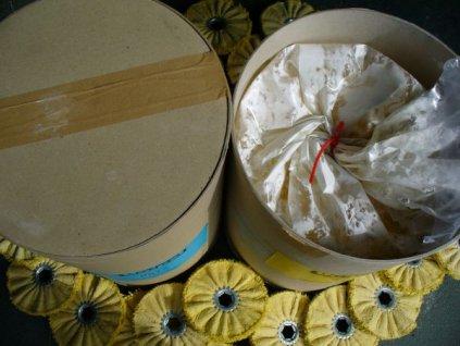 Tekutá leštící pasta RES BRIL 06012 bílá na finální leštění laku a plastů