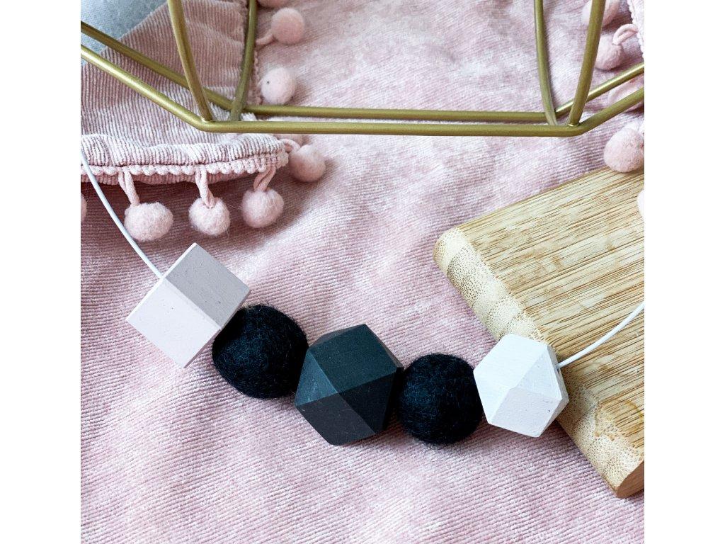 Dřevěný náhrdelník - Pastelově černý na obruči