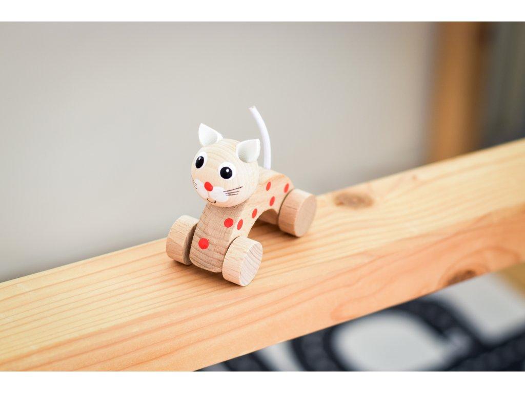 Dřevěné zvířátko do ruky - Kočička puntíky