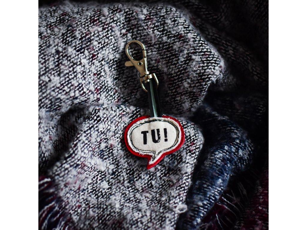 Kožený přívěsek na klíče TU! červená