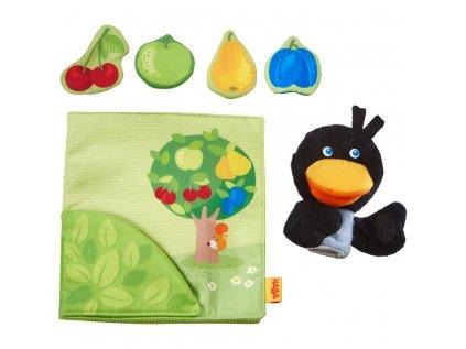 Textilní kniha pro děti od 6 měsíců s plyšovým krkavcům a tématem ovocného sadu, rozvíjí jemnou motoriku.