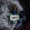 Kožený přívěsek na klíče TADY! zelená