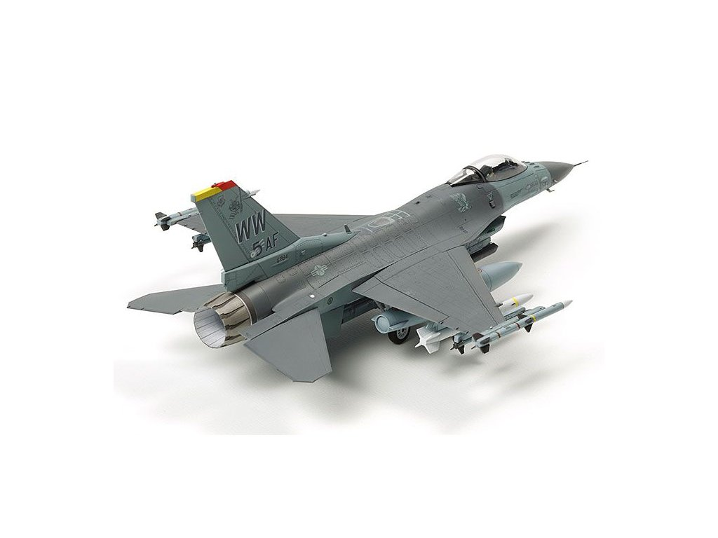 F-16CJ Fighting Falcon w/FULL EQUIPMENT 1:72