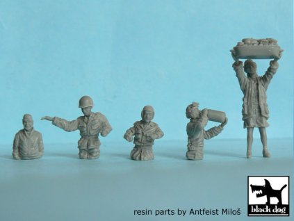 US tank crew and civilian 1:72