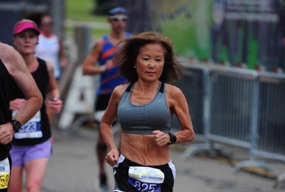 71 let a půlmaraton za 1:40