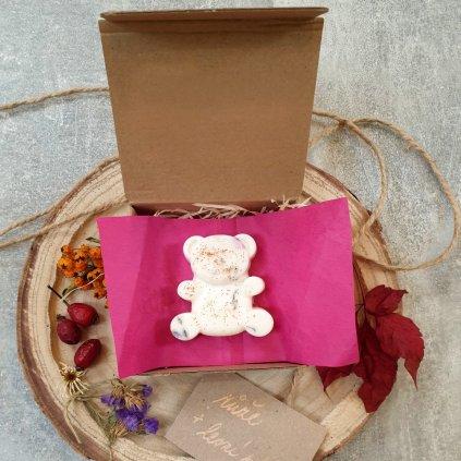 Medvídek - Růže + lesní plody