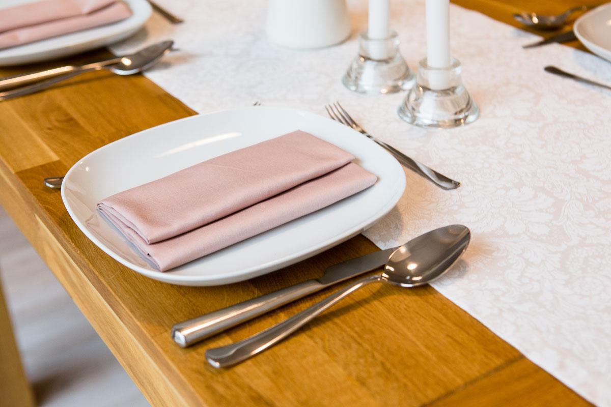 Desatero etikety stolování II : Jak správně stolovat