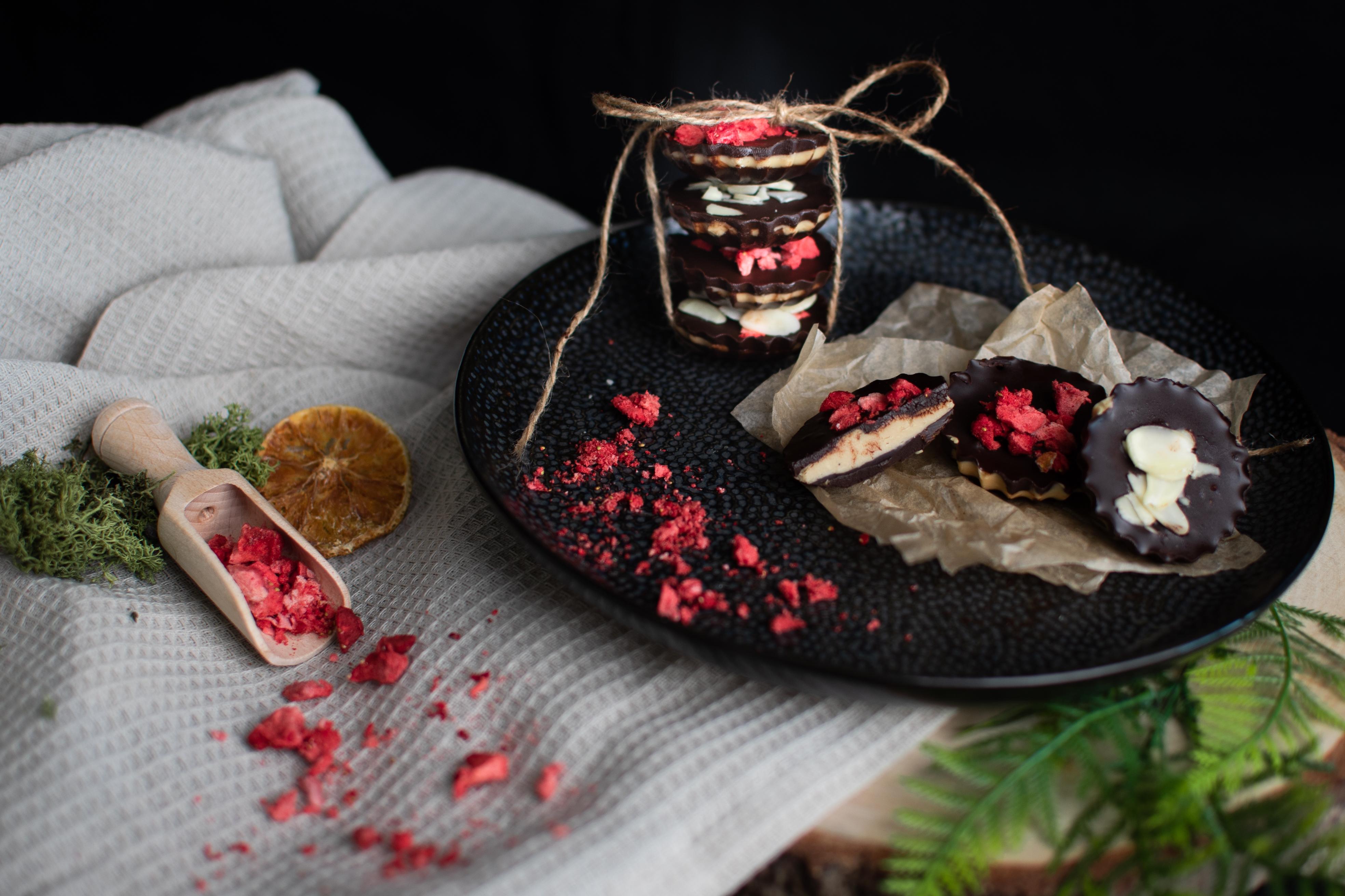 Oříškové krémy v kuchyni: Božské čokoládové košíčky s arašídovým a kešu krémem