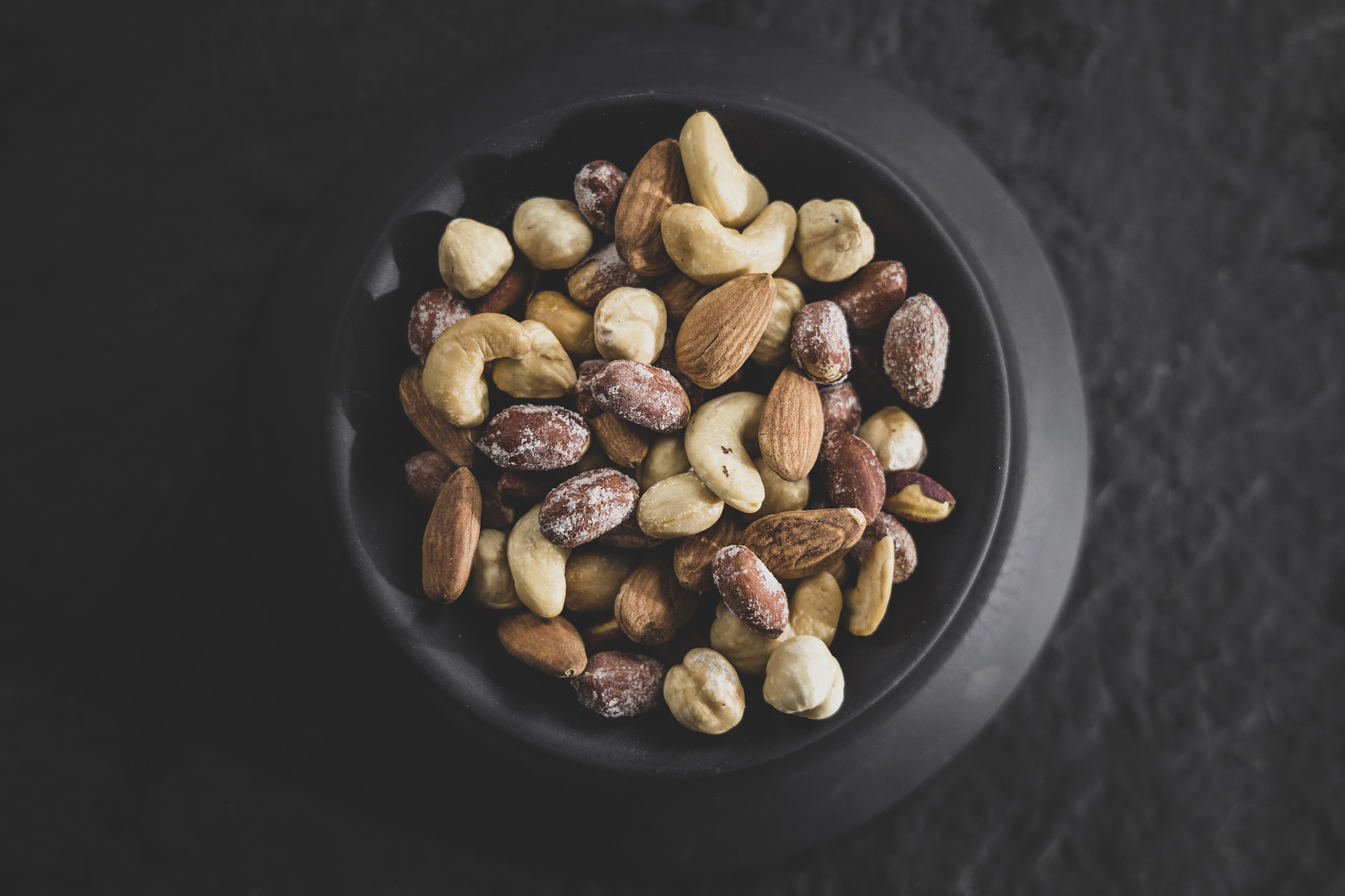 mixed-nuts-5612176_1920