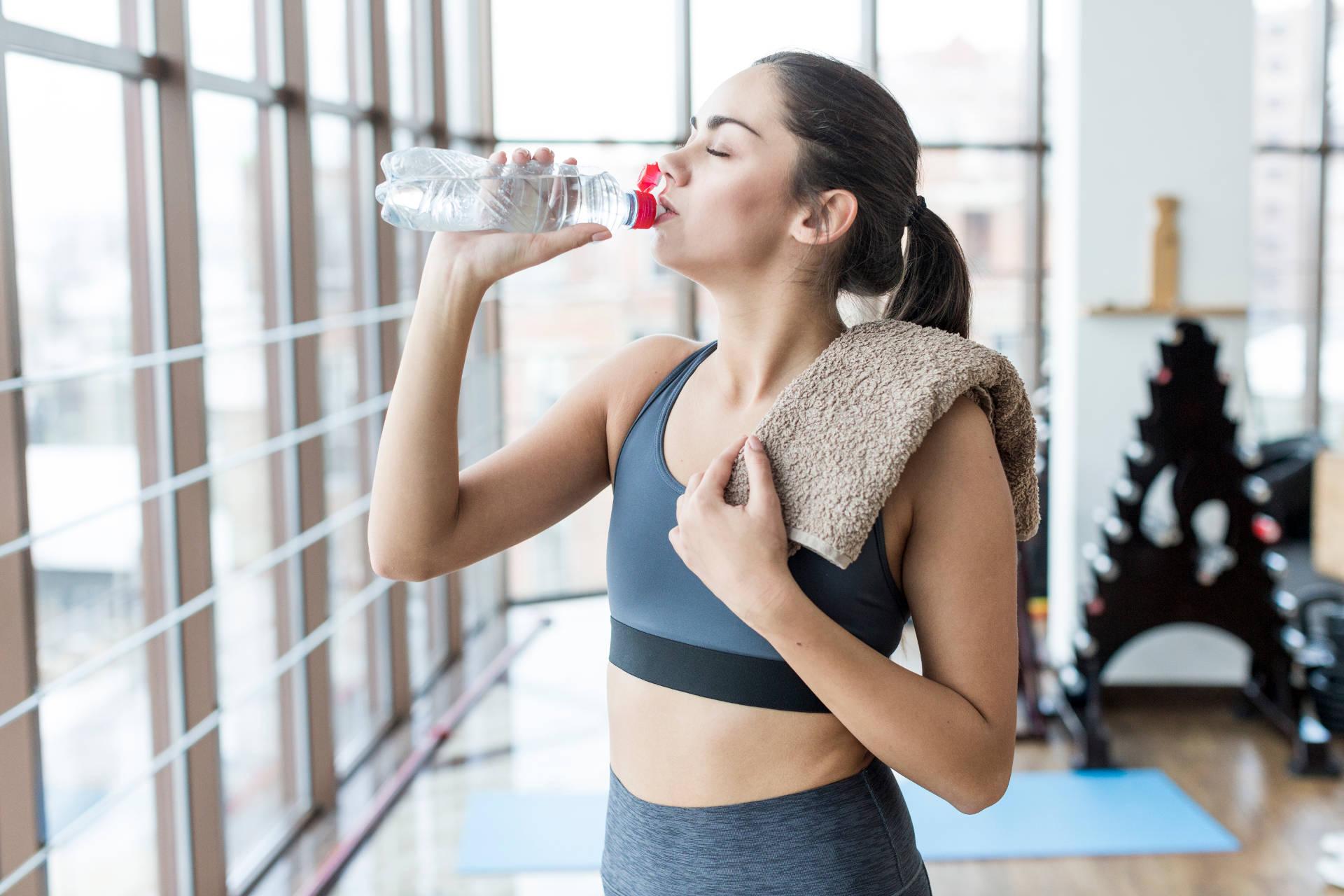 Vliv hydratace na silové výkony, energii a růst svalové hmoty