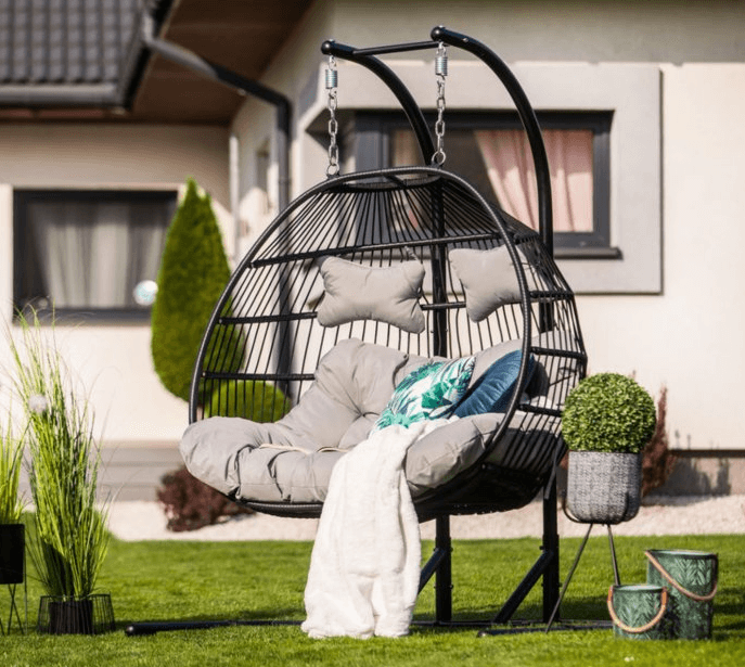 Ani vo vašej záhrade nesmie chýbať hojdacie kreslo